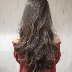 ロング アッシュグレージュ ハイライト 外国人風カラー ヘアスタイルや髪型の写真・画像