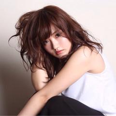 ミディアム 抜け感 前髪あり かわいい ヘアスタイルや髪型の写真・画像