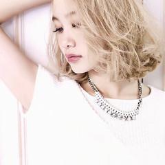 透明感カラー ミルクティーベージュ ハイトーンカラー レイヤーカット ヘアスタイルや髪型の写真・画像