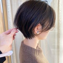ショート ショートヘア 切りっぱなしボブ ナチュラル ヘアスタイルや髪型の写真・画像