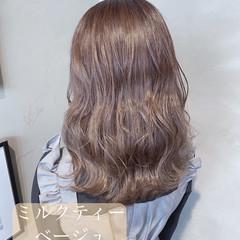 透明感カラー 大人かわいい ミルクティーベージュ セミロング ヘアスタイルや髪型の写真・画像
