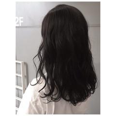 ミディアム ナチュラル ダークトーン ダークアッシュ ヘアスタイルや髪型の写真・画像