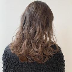 ロング アッシュグレージュ ナチュラル グレージュ ヘアスタイルや髪型の写真・画像