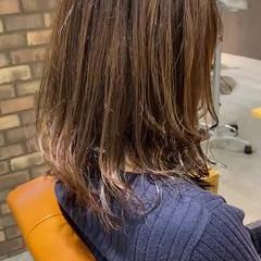 ダメージレス ミディアム 透明感カラー ナチュラル ヘアスタイルや髪型の写真・画像