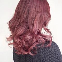 ミディアムレイヤー ラベンダーピンク ミディアム ナチュラル ヘアスタイルや髪型の写真・画像