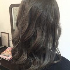 セミロング 暗髪 透明感 ナチュラル ヘアスタイルや髪型の写真・画像