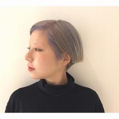ホワイト モード ダブルカラー ショートボブ ヘアスタイルや髪型の写真・画像