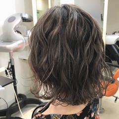 ストリート ハイライト 外国人風 アッシュグレー ヘアスタイルや髪型の写真・画像