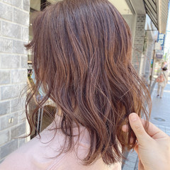 レイヤーカット ピンクブラウン セミロング ダブルカラー ヘアスタイルや髪型の写真・画像