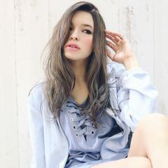 フェミニン アッシュ グレージュ 外国人風カラー ヘアスタイルや髪型の写真・画像