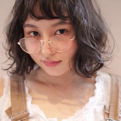 ミディアム パーマ レイヤーカット ゆるふわ ヘアスタイルや髪型の写真・画像