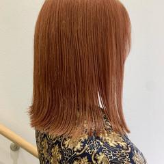 オレンジブラウン ミディアム 切りっぱなしボブ ストリート ヘアスタイルや髪型の写真・画像