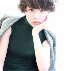 ショート モード ガーリー ウェーブ ヘアスタイルや髪型の写真・画像