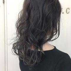 簡単ヘアアレンジ アッシュグレー ミディアム モード ヘアスタイルや髪型の写真・画像