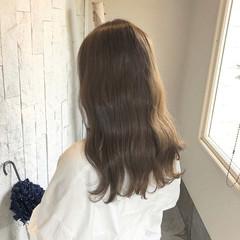 ガーリー グレージュ ミルクティーベージュ デート ヘアスタイルや髪型の写真・画像