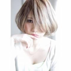 ハイトーン ショート ボブ ヘアスタイルや髪型の写真・画像