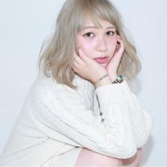 ミディアム ゆるふわ 外国人風 ホワイト ヘアスタイルや髪型の写真・画像