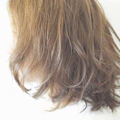 ミディアム グレージュ 外国人風 ナチュラル ヘアスタイルや髪型の写真・画像