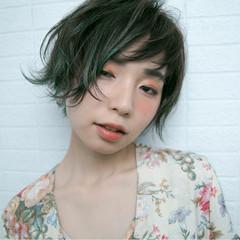 アンニュイ フェミニン ショート グリーン ヘアスタイルや髪型の写真・画像