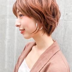 ショートヘア フェミニン ベージュカラー ショート ヘアスタイルや髪型の写真・画像