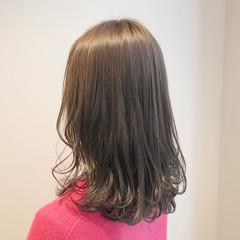 ミルクティーブラウン セミロング アンニュイほつれヘア フェミニン ヘアスタイルや髪型の写真・画像