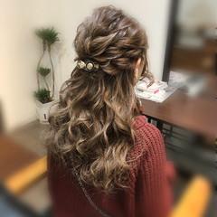 ハーフアップ ロング ねじり 結婚式 ヘアスタイルや髪型の写真・画像