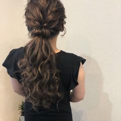 ローポニーテール ねじり フェミニン ポニーテール ヘアスタイルや髪型の写真・画像