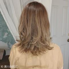 デート グラデーションカラー ウルフカット エレガント ヘアスタイルや髪型の写真・画像