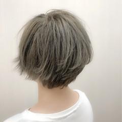 グレージュ ショート フェミニン デート ヘアスタイルや髪型の写真・画像