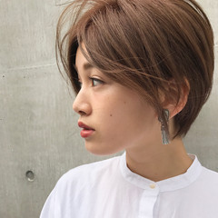 フリンジバング ニュアンス ミルクティー ナチュラル ヘアスタイルや髪型の写真・画像