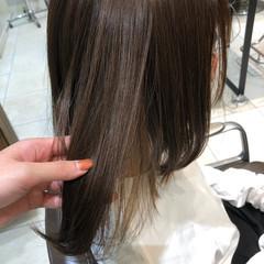 カーキアッシュ カーキ 艶髪 ナチュラル ヘアスタイルや髪型の写真・画像