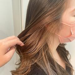 ロング ナチュラル インナーカラー イヤリングカラーベージュ ヘアスタイルや髪型の写真・画像