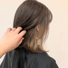 モード ミディアム ベージュ インナーカラー ヘアスタイルや髪型の写真・画像