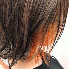 インナーカラー オレンジ ポイントカラー 外ハネ ヘアスタイルや髪型の写真・画像