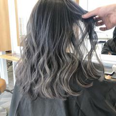 インナーカラー ロング バレイヤージュ グラデーションカラー ヘアスタイルや髪型の写真・画像