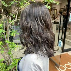 3Dハイライト コントラストハイライト セミロング ミルクティー ヘアスタイルや髪型の写真・画像
