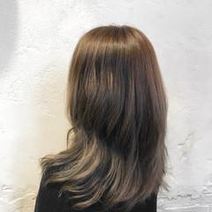 アッシュ ミディアム ミディアムレイヤー 外国人風カラー ヘアスタイルや髪型の写真・画像
