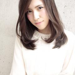大人かわいい 外国人風 セミロング 暗髪 ヘアスタイルや髪型の写真・画像
