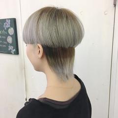 ミディアム シルバー グレー シルバーアッシュ ヘアスタイルや髪型の写真・画像