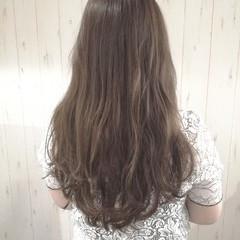 アッシュグレージュ 透明感 アッシュベージュ ブラウンベージュ ヘアスタイルや髪型の写真・画像