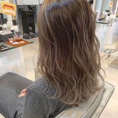 セミロング ハイライト バレイヤージュ グラデーションカラー ヘアスタイルや髪型の写真・画像
