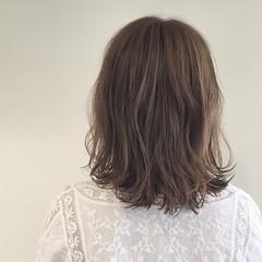 ウェーブ パーマ ミディアム リラックス ヘアスタイルや髪型の写真・画像