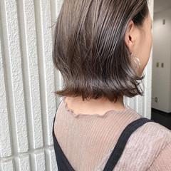 ナチュラル かきあげバング ボブ グレージュ ヘアスタイルや髪型の写真・画像