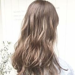 ロング イルミナカラー ハイトーンカラー エレガント ヘアスタイルや髪型の写真・画像