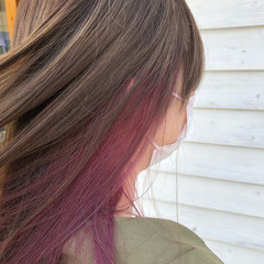 ナチュラル ロング インナーカラー インナーカラーレッド ヘアスタイルや髪型の写真・画像