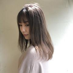 ミディアム ナチュラル ミルクティーベージュ グレージュ ヘアスタイルや髪型の写真・画像