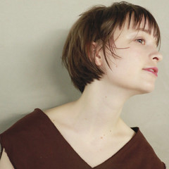束感 伸ばしかけ ナチュラル ショート ヘアスタイルや髪型の写真・画像
