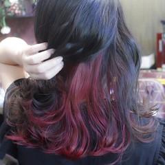 チェリーレッド ブリーチ ミディアム インナーカラー ヘアスタイルや髪型の写真・画像