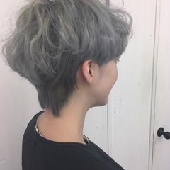ホワイトアッシュ マッシュ シルバーアッシュ ストリート ヘアスタイルや髪型の写真・画像