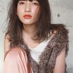 ミディアム 前髪あり 外国人風 ハイライト ヘアスタイルや髪型の写真・画像